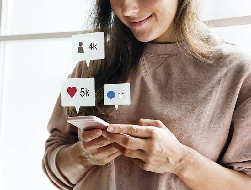 What is the Advantage and Disadvantage of Social Media